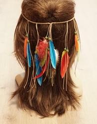 Haarband met gekleurde veren en kralen